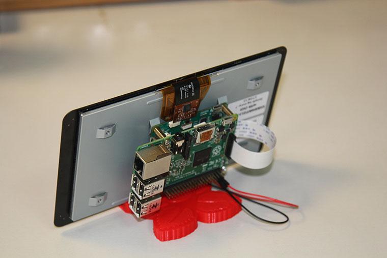 Ekran Arkadan Baknca Raspberry Pi Montesi Ardndan Aadaki Gibi Bir Grntye Sahip